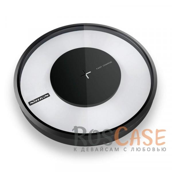 Беспроводное зарядное устройство Nillkin Magic Charger DISK 4 (Черный)Описание:бренд&amp;nbsp;Nillkin;предназначено для зарядки устройств со стандартом QI;материалы: закалённое стекло, ABS-пластик;размеры зарядного устройства -&amp;nbsp;110*110*16.5&amp;nbsp;мм;напряжение на входе -&amp;nbsp;5V 2A, на выходе - 9V 1.7A;тип: зарядное устройство;цветная подсветка;в комплекте: USB-кабель, зарядное устройство, инструкция.<br><br>Тип: Сетевое зарядное устройство<br>Бренд: Nillkin