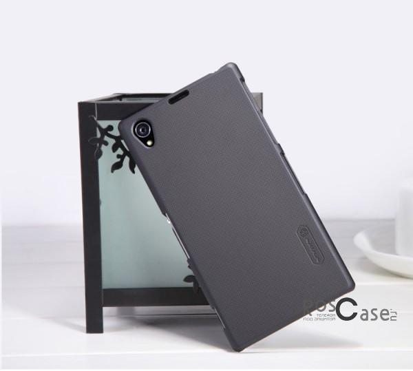 Матовый чехол для Sony Xperia Z1 (+ пленка) (Черный)Описание:изготовлен компанией Nillkin специально для &amp;nbsp;Sony Xperia Z1;в качестве основного материала был использован качественный поликарбонат;покрытие чехла матовое, текстурное;форм-фактор  -  накладка.Особенности:элегантный дизайн;широкая палитра цветов, позволяющая сделать свой выбор даже самому искушенному покупателю;чехол не скользит в руках;очень легко фиксируется и не требует дополнительного ухода;имеет все необходимые вырезы;в комплекте с чехлом идет защитная пленка на дисплей.<br><br>Тип: Чехол<br>Бренд: Nillkin<br>Материал: Поликарбонат