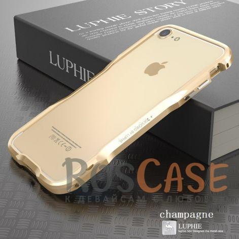 Металлический бампер Luphie Razon для Apple iPhone 7 (4.7) (Золотой)Описание:бренд -&amp;nbsp;Luphie;материал - алюминий;совместим с Apple iPhone 7 (4.7);тип - бампер.Особенности:прочный алюминий;в наличии все вырезы;ультратонкий дизайн;защита граней от ударов и царапин;в комплекте отвертка для установки бампера.<br><br>Тип: Чехол<br>Бренд: Luphie<br>Материал: Металл