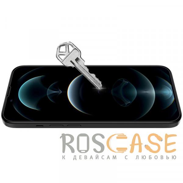 Фотография Прозрачный Nillkin H+ PRO | Защитное стекло для iPhone 13 Pro Max неполноэкранное