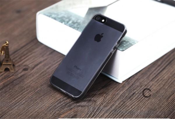 TPU чехол ROCK Ultrathin Slim Jacket для Apple iPhone 5/5S/SE (Черный / Transparent black)Описание:производящая компания Rock;изготовлен из термополиуретана;матовое покрытие снаружи;конструкция в форме накладки.&amp;nbsp;Особенности:респектабельный дизайн;продленные сроки износоустойчивости;хорошие параметры гибкости и эластичности;легкий механизм фиксации;полная герметичность, исключающая попадание пыли и грязи.&amp;nbsp;<br><br>Тип: Чехол<br>Бренд: ROCK<br>Материал: TPU