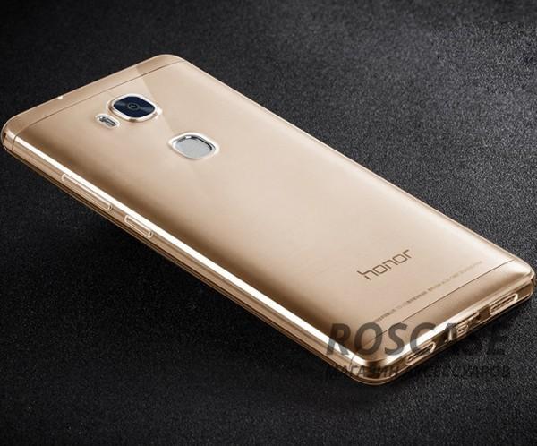 Тонкий прозрачный силиконовый чехол Msvii для Huawei Honor 5X / GR5 с заглушкой +стекло (Золотой)Описание:производитель  -  Msvii;совместимость  -  смартфон Huawei Honor X5 / GR5;материал  -  силикон;форм-фактор  -  накладка.Особенности:имеется заглушка;прочность и износостойкость;не теряет эластичности;не деформируется;имеет все необходимые функциональные вырезы;не скользит в руках;защитное стекло на экран в комплекте.<br><br>Тип: Чехол<br>Бренд: Epik<br>Материал: TPU