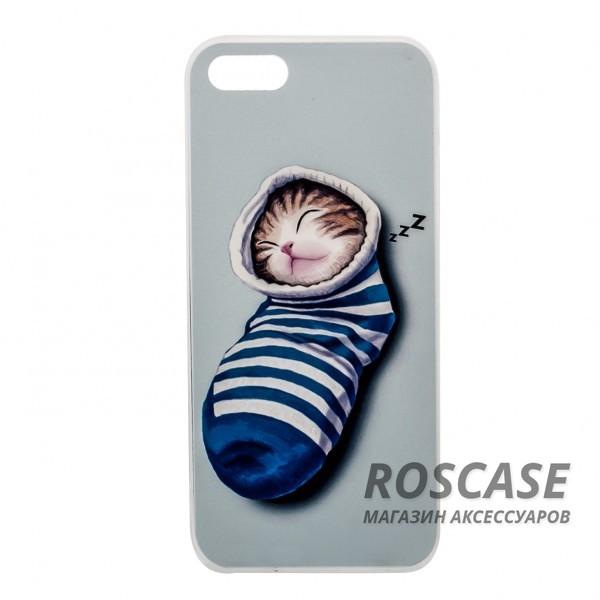 Тонкий силиконовый чехол с принтом Милые котята для Apple iPhone 5/5S/SE (Котенок в носке)Описание:совместимость  -  смартфон Apple iPhone 5/5S/SE;материал  -  силикон;форм-фактор  -  накладка.Особенности:необычный дизайн;высокий уровень прочности и износостойкости;сохраняет гибкость и эластичность в любых условиях;не деформируется;имеет все функциональные вырезы;не скользит в руках.<br><br>Тип: Чехол<br>Бренд: Epik<br>Материал: TPU