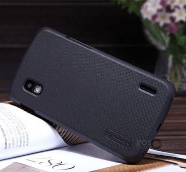 Чехол Nillkin Matte для LG E960 Nexus 4 (+ пленка) (Черный)Описание:компания производитель: Nillkin;совместим с LG E960 Nexus 4;используемые материалы: пластик;форма чехла: накладка.&amp;nbsp;Особенности:текстурированная поверхность;не скользит;предусмотрен полный набор функциональных вырезов;антикислотное напыление;бонусная пленка для экрана;плотное прилегание;визуально не увеличивает габариты устройства.<br><br>Тип: Чехол<br>Бренд: Nillkin<br>Материал: Поликарбонат