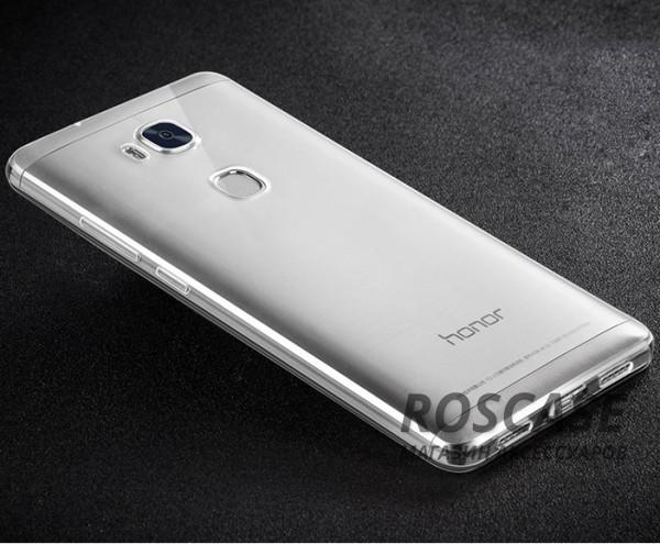 Тонкий прозрачный силиконовый чехол Msvii для Huawei Honor 5X / GR5 с заглушкой +стекло (Бесцветный)Описание:производитель  -  Msvii;совместимость  -  смартфон Huawei Honor X5 / GR5;материал  -  силикон;форм-фактор  -  накладка.Особенности:имеется заглушка;прочность и износостойкость;не теряет эластичности;не деформируется;имеет все необходимые функциональные вырезы;не скользит в руках;защитное стекло на экран в комплекте.<br><br>Тип: Чехол<br>Бренд: Epik<br>Материал: TPU