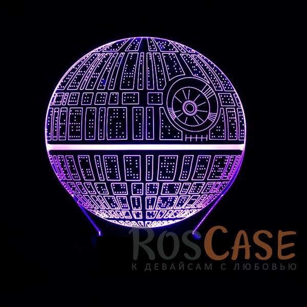 Светодиодный 3D светильник-ночник с проекцией объемного изображения Star Wars (Звёздные войны)Описание:тип - 3D светильник;материал - пластик;тип подключения - USB;напряжение - 5V;батареи&amp;nbsp;3AA;кнопка переключения режимов;семь различных цветов;комплектация: пластиковая основа, вставка с изображением, кабель microUSB - USB, пульт для управления;размеры пластикового основания: 8,4*4,2 см;оригинальный подарок.<br><br>Тип: Общие аксессуары<br>Бренд: Epik