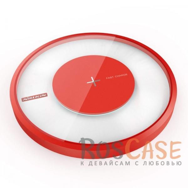 Беспроводное зарядное устройство Nillkin Magic Charger DISK 4 (Красный)Описание:бренд&amp;nbsp;Nillkin;предназначено для зарядки устройств со стандартом QI;материалы: закалённое стекло, ABS-пластик;размеры зарядного устройства -&amp;nbsp;110*110*16.5&amp;nbsp;мм;напряжение на входе -&amp;nbsp;5V 2A, на выходе - 9V 1.7A;тип: зарядное устройство;цветная подсветка;в комплекте: USB-кабель, зарядное устройство, инструкция.<br><br>Тип: Сетевое зарядное устройство<br>Бренд: Nillkin