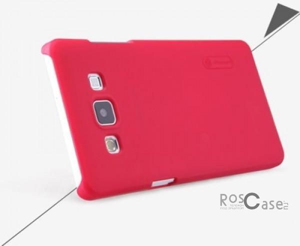 Чехол Nillkin Matte для Samsung A500H / A500F Galaxy A5 (+ пленка)  (Красный)Описание:Чехол изготовлен компанией&amp;nbsp;Nillkin;Спроектирован для Samsung A500H / A500F Galaxy A5;Материал  -  пластик;Форма  -  накладка.Особенности:Полностью защищен от появления потертостей;В комплект входит глянцевая пленка;Имеет ребристое матовое покрытие и антикислотное напыление;Тонкий дизайн.<br><br>Тип: Чехол<br>Бренд: Nillkin<br>Материал: Поликарбонат