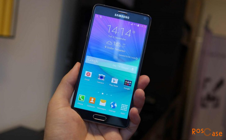 смартфон Galaxy Note 4 в руке